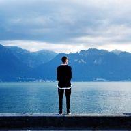 un homme souffrant d'isolement social